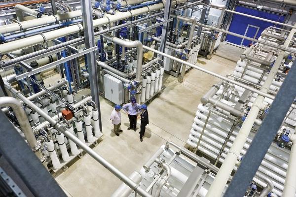 foto1dedemiwaterplantbotlekdwpvanevidesvoordeproductievandemiwatervoordeindustriefotovankwr.jpg
